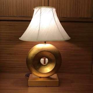 造型圓形金箔床頭檯燈,一台500元共兩台
