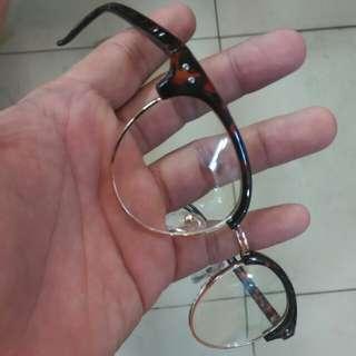 Frame Kacamata, bisa minus or plus.