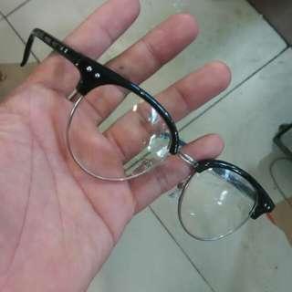 Frame kacamata, minus or plus