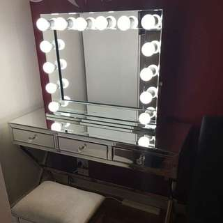 NEW IN BOX - FULL CRYSTAL MIRROR 3 DRAWER VANITY UNIT, MATCHING BOUDOIR MIRROR CUSHIONED STOOL AND MIRROR GLAMOUR LIGHT WITHOUT EDGES