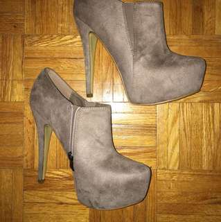 PRICE DROP Nude heels