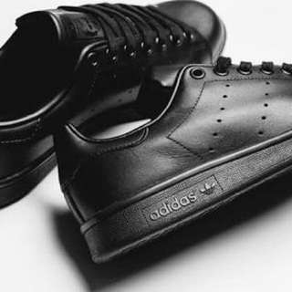 Preloved but Original stan smith triple black po. For only 900.