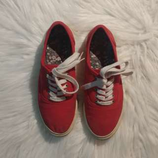 Red sneakers US 7