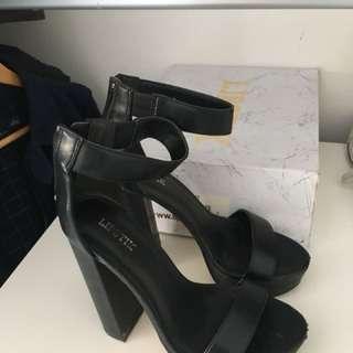 Lipstick heels size 7 black