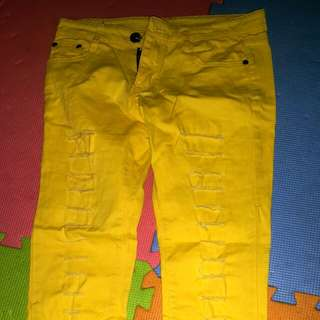 Stretchable ripped jeans