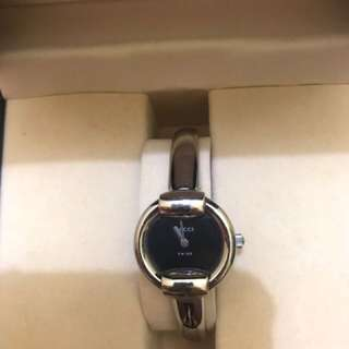 1400 L bangle GUCCI watch 💯 % authentic. Super Sale!
