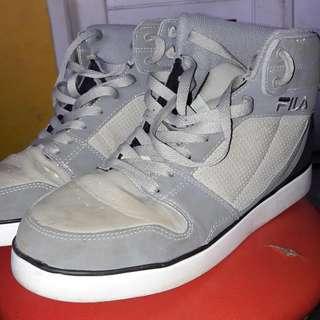 Sepatu Fila 42