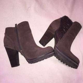 Low cut boots with block heel