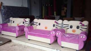 Sofa katakter hello kitty
