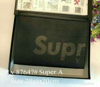 📢In-Stock 📢 LV Supreme Clutch
