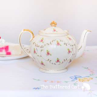 Imperfectly beautiful vintage round Sadler teapot, pink ditsy rose on cream