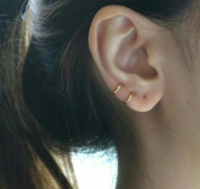 LOOKING FOR 8mm hoop earrings