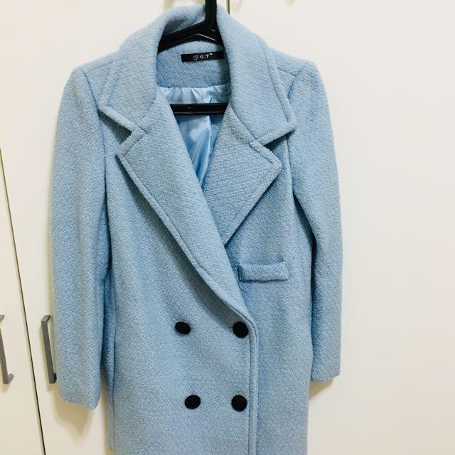水藍色大衣