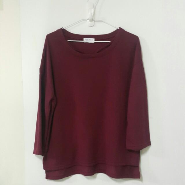 酒紅色領鏤空前短後長寬版上衣