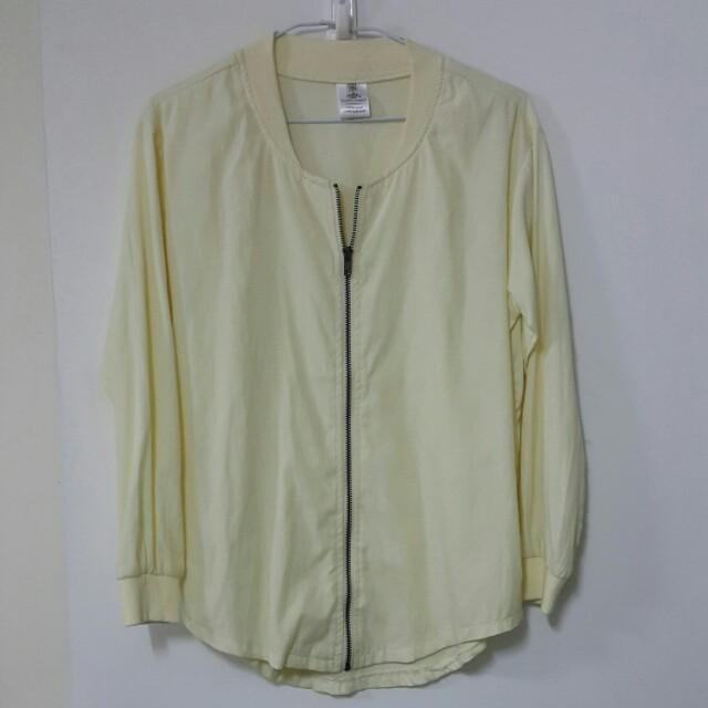 黃色拉鍊薄外套