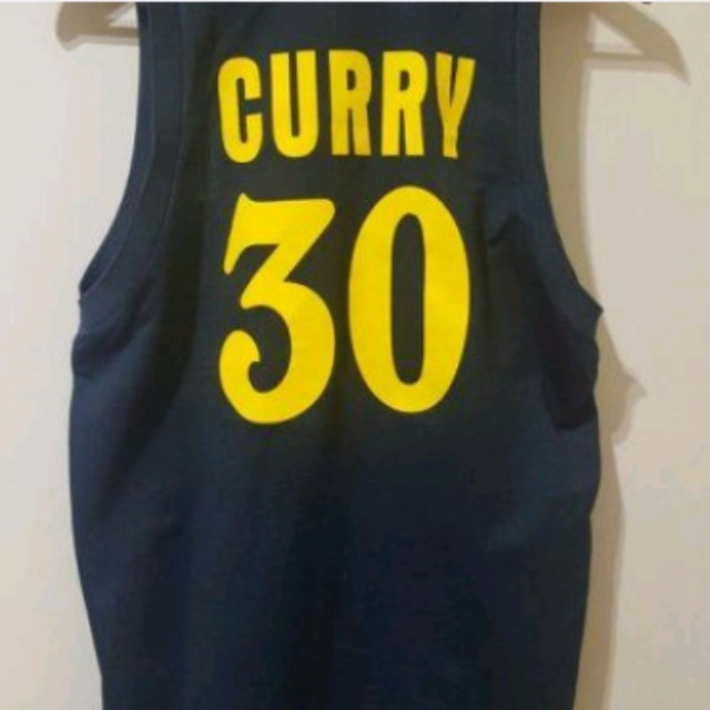勇士 Curry  球衣   m號  9成新