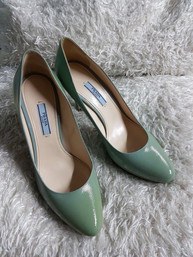 aa9b37c1a21 Authentic Prada Saffiano Leather Pumps Size 37 on Carousell