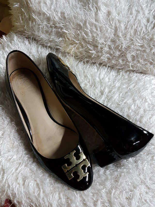 391fe3f11ce4 Authentic Tory Burch Black Patent Leather with Gold Hardware Chunky ...
