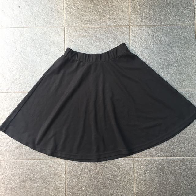 Black flare mini skirt / rok pendek
