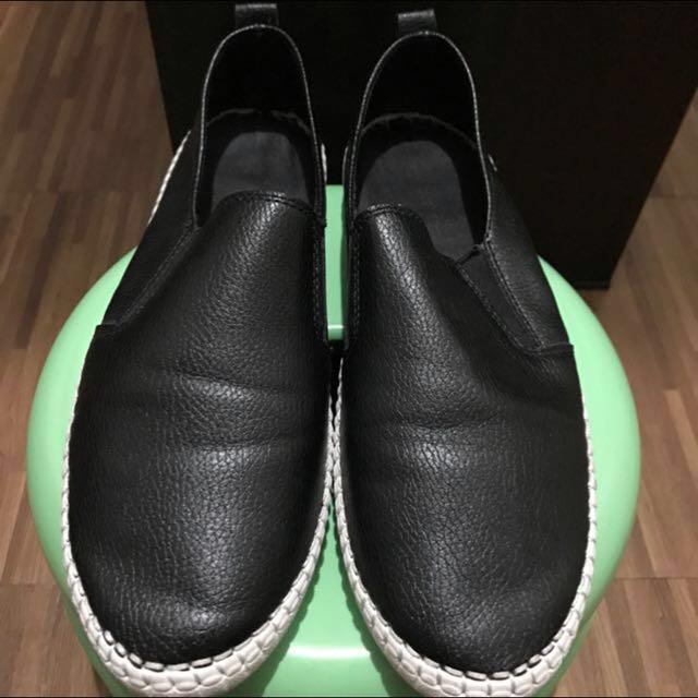 Black Slip-on (size 6)
