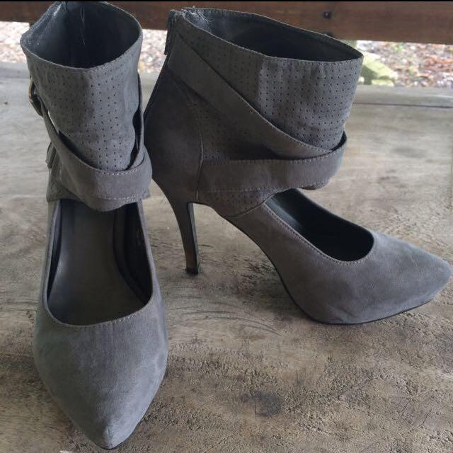 Centropelle grey heels