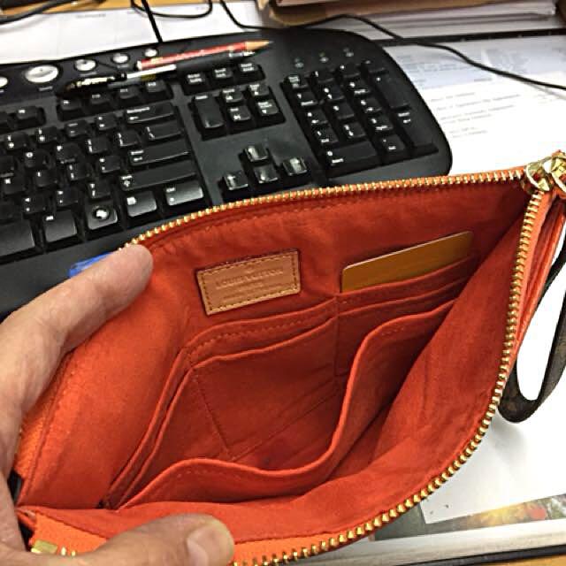 Envelope size clutch