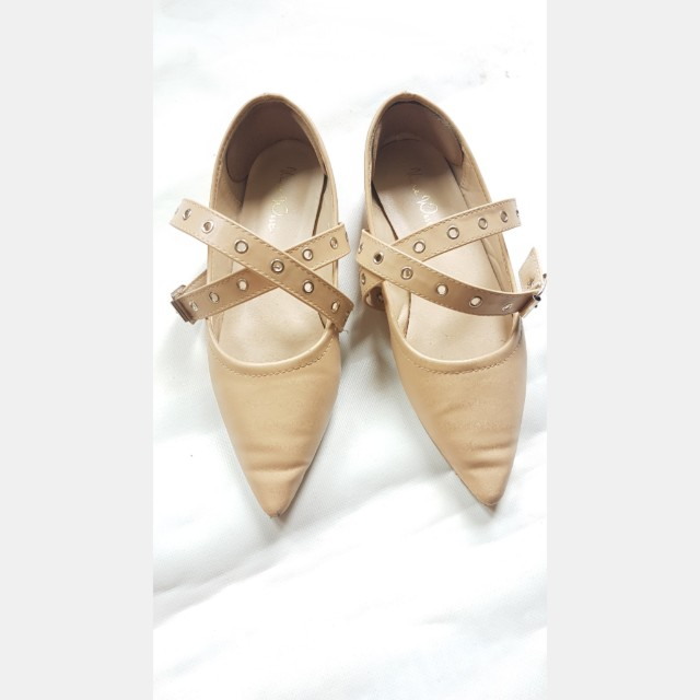 Flat shoes import
