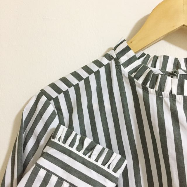 ✨H&M Striped Blouse w/ Frilled Neck & Sleeves