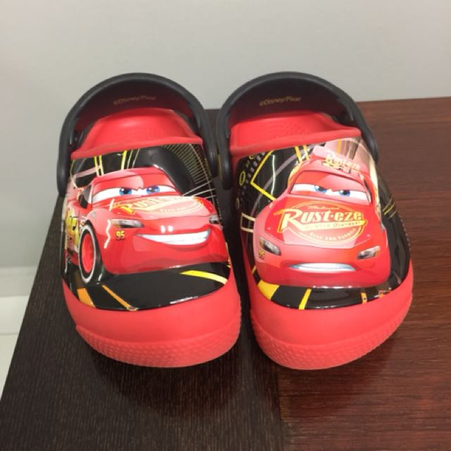 86f53e3b9 Lightning Mcqueen Crocs Sandals