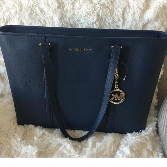 Michael Kors Large Zipped Bag