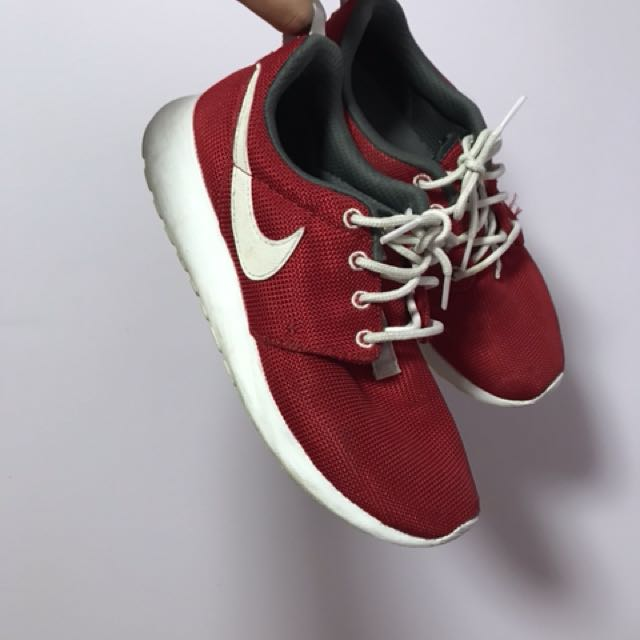 Nike red rosches