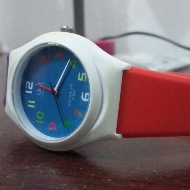 Q&Q watch limited color