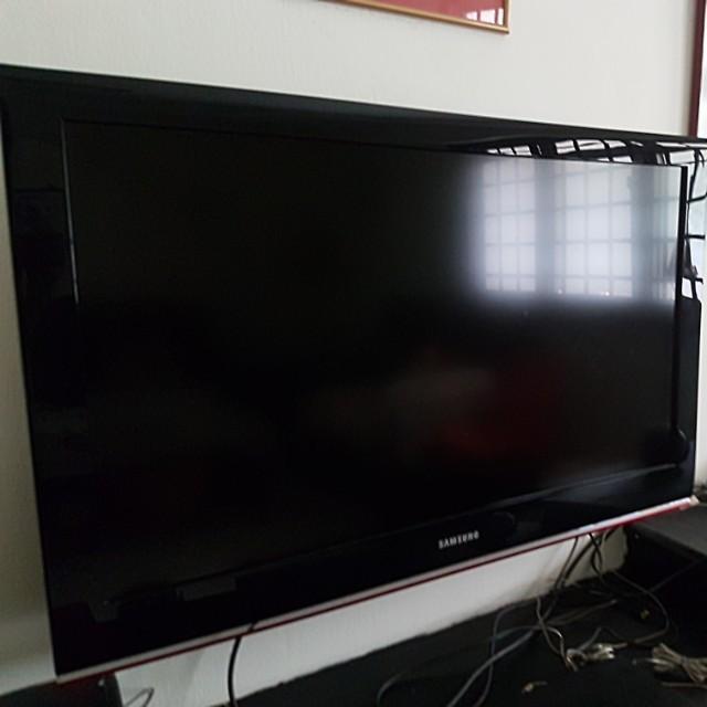 Samsung 40-inch Flat Screen TV (Model: LA40B530P7MXXS), Home