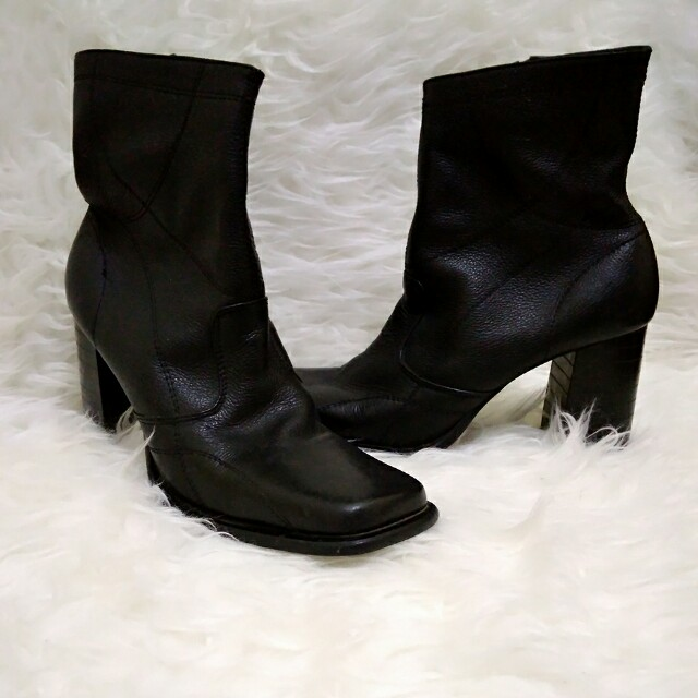 Beranda · Preloved Fesyen Wanita · Sepatu. photo photo photo photo photo