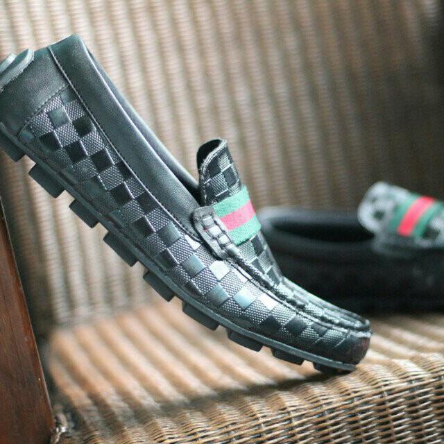 Sepatu slip on Gucci Casual Pria Olshop Fashion Olshop Pria di Carousell . 86c8ba830f