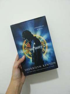Infinity - Sherrilyn Kenyon (hard cover)