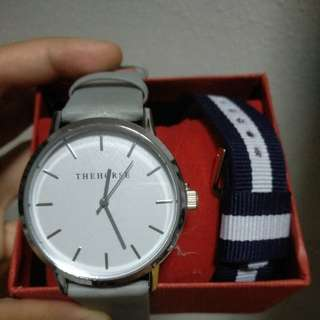 🚚 Pastel grey smooth leather watch with premium nato strap