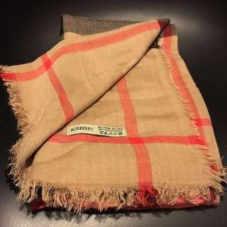 Burberry silk scarf 絲巾