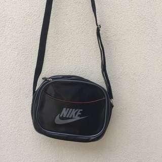 Retro Nike crossbody bag