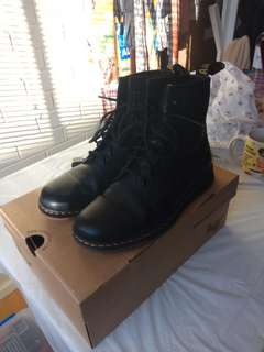 Dr Martens Newton Size 8 womens worn once
