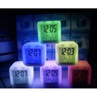 Jam weker Moody Clock Berubah 7 Warna Pengukur suhu HHM117