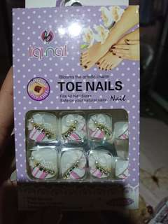 press on toe nails