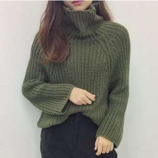 軍綠色毛衣