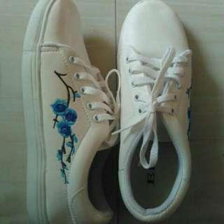 flower blue shoes