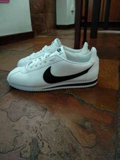 (URGENT) Nike cortez white and black us 11