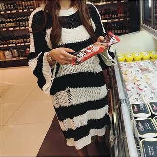 中長款寬松喇叭袖針織鏤空條紋毛衣裙