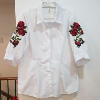 Crisp white top with sleeves embroidery