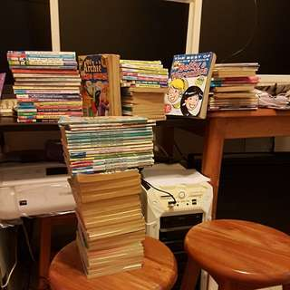 SELLING THE WHOLE LOTS OF ARCHIE COMICS