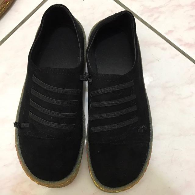 黑色麂皮休閒鞋37號