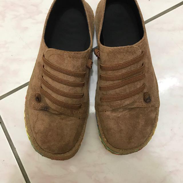 咖啡色麂皮休閒鞋37號